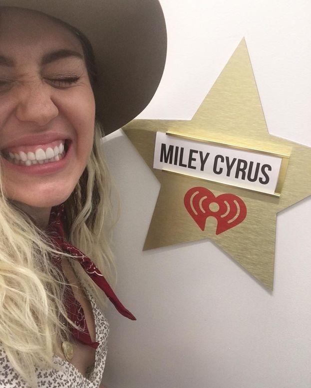 """Un consiglio di Miley Cyrus? Mettere le cose in prospettiva. Quando c'è una situazione che ti stressa, prova a visualizzarti dieci anni nel futuro e domandati: """"Che peso avrà questa cosa nella mia vita? Ci penserò ancora? No?"""". E allora..."""