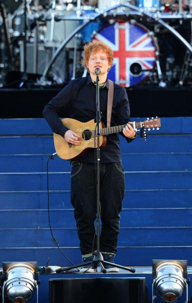 Nel 2012 si è esibito per la Regina d'Inghilterra