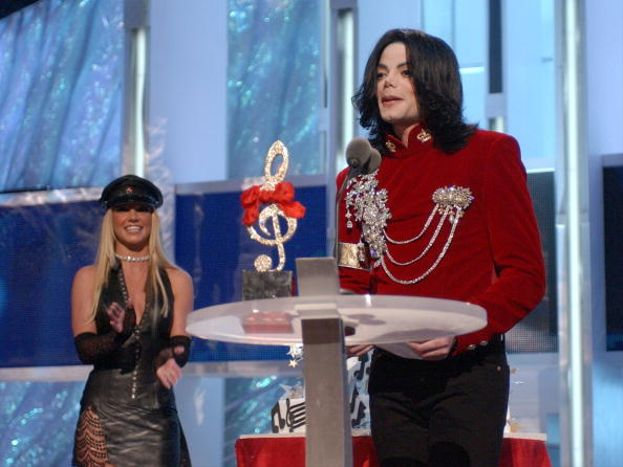 Una giovanissima Britney Spears insieme a Michael Jackson