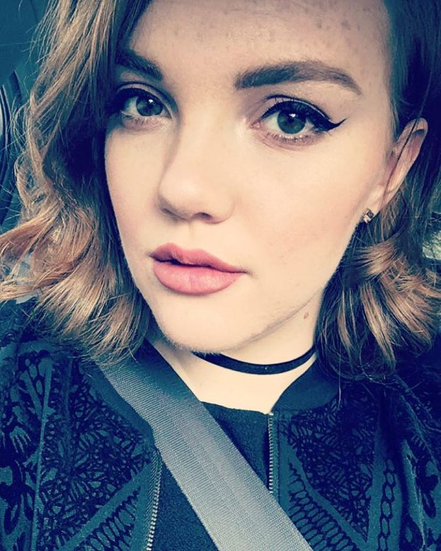 """Shannon Purser - Anche lei si è esposta usando Twitter: """"Ho da poco rivelato alla mia famiglia e ai miei amici di essere bisessuale. È una cosa che sto ancora elaborando e cercando di capire e non mi piace parlarne troppo""""."""