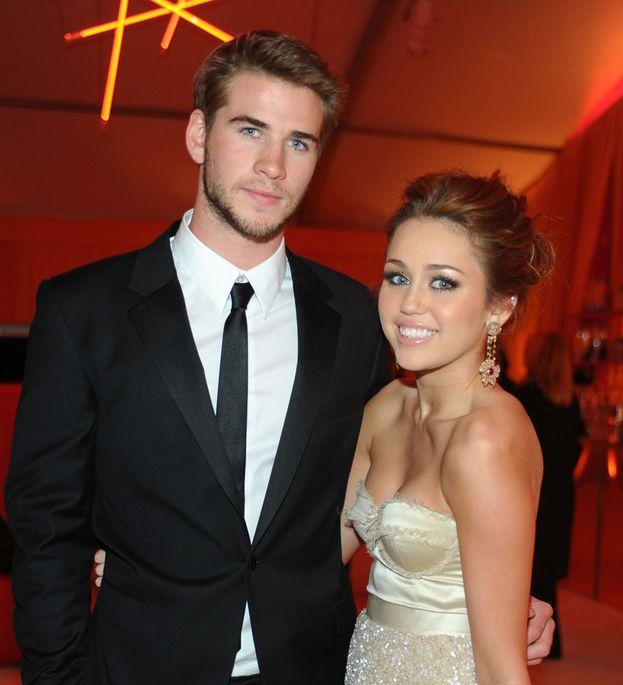 Liam Hemsworth e Miley Cyrus a un evento degli Oscar 2010