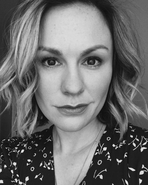 """Anna Paquin - Legata da anni al fascinoso vampiro Stephen Moyer, con il quale ha avuto due gemelli, si è definita """"una madre bisessuale felicemente sposata""""."""