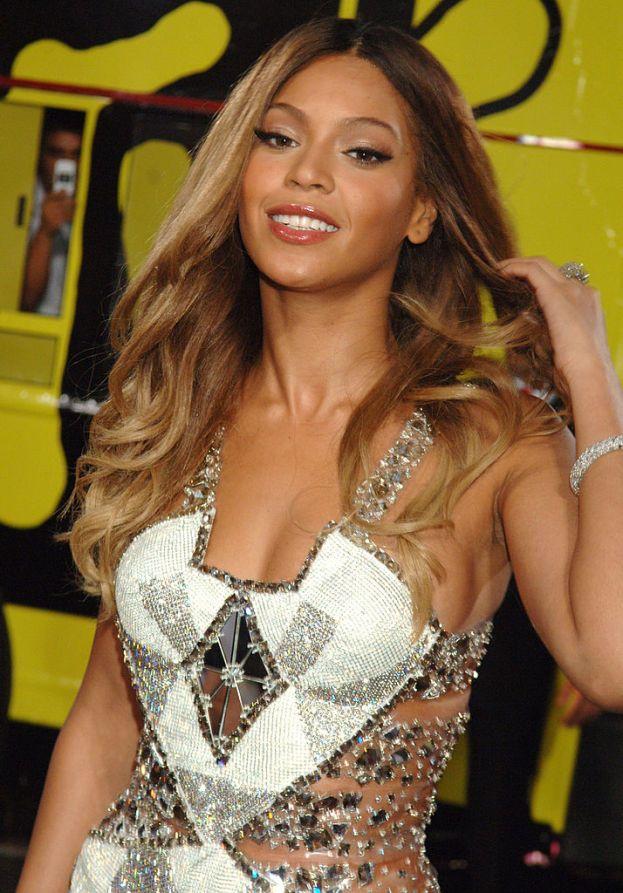 Ti ricordi quando Beyoncé si presentava come Sasha Fierce? Bene: quello era il suo alter ego pubblico, l'artista sensuale e sicura di sé, ma nella vita reale Queen Bey è esattamente il contrario. Insomma, quando sale sul palco si trasforma!
