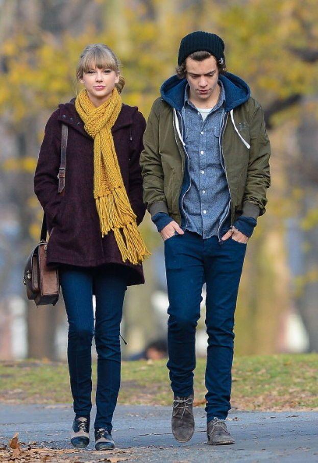 Taylor Swift - Le foto della loro passeggiata a Central Park nel dicembre 2012 fanno il giro del mondo in dieci secondi. Harry e Taylor hanno cominciato da poche settimane a frequentarsi, ma non dura molto: anche se insieme sono carinissimi, le cose non filano nel modo giusto e a gennaio 2013 la loro storia si chiude.