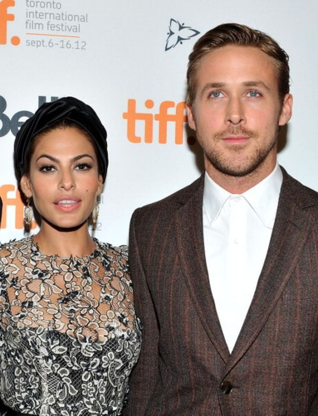 """Ryan Gosling ed Eva Mendes - Una delle coppie del mistero: sono riservatissimi e della loro relazione si sa poco. Una cosa però è nota: si sono innamorati durante le riprese di """"Come un tuono"""" nel 2011."""