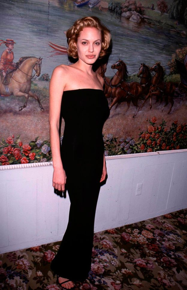 Angelina Jolie nella sua fase bionda-Marilyn. Che per fortuna è durata poco