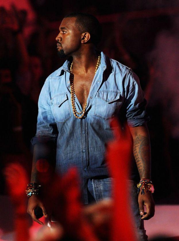 """Kanye West - Quando stava tentando di iniziare la sua carriera si è preso una raffica di """"no"""" dalle case discografiche perché lo vedevano solo come un produttore e non come un artista. Chi ride oggi?"""