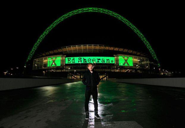 Nel 2015 Ed è stato il primo artista maschile ad aver collezionato tre date consecutive sold out allo stadio di Wembley