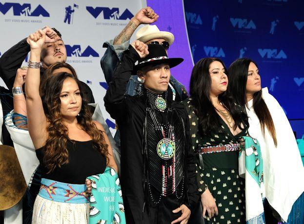 "Best Fight Against the System - Vincono tutti i nominati: Taboo ft. Shailene Woodley per ""Stand Up / Stand N Rock #NoDAPL"", Logic ft. Damian Lemar Hudson per ""Black SpiderMan"", The Hamilton Mixtape per ""Immigrants (We Get the Job Done)"", Big Sean per ""Light"", Alessia Cara per ""Scars To Your Beautiful"", John Legend per ""Surefire"""