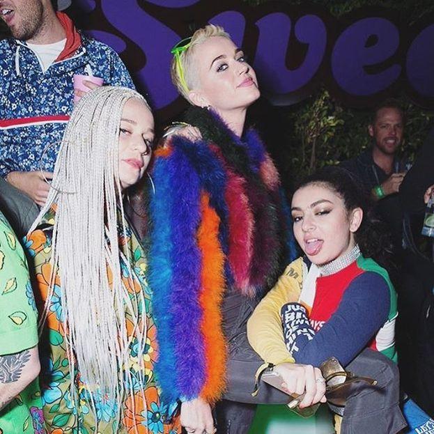 Charli XCX con Katy Perry