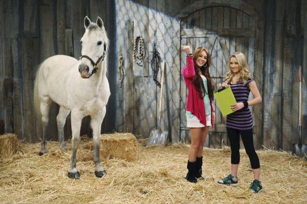 Miley sul set di Hannah Montana con il mitico cavallo Blue Jeans