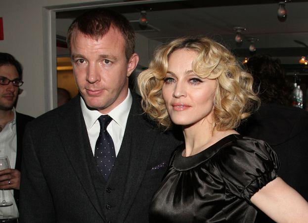 Nel 2008 alcune foto immortalano la star del baseball Alex Rodriguez mentre esce dalla casa di Madonna a New York. Le vede anche il marito Guy Ritchie, che in quel momento si trova in Inghilterra, e il divorzio arriva a ruota.