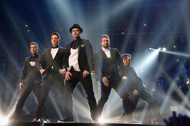 """Justin Timberlake, 2013. Sorpresa: nel bel mezzo di un mega-medley di 15 minuti, salgono sul palco i vecchi compagni di boy band e si riformano gli 'N Sync. Dura il tempo di """"Bye Bye Bye"""" e """"Girlfriend"""", ma è un momento memorabile."""