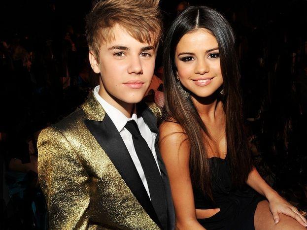 Selena Gomez e Justin Bieber - Si mettono insieme nel 2010 e ci fanno sognare (fra alti e bassi) fino alla rottura, nel 2014. Ma quando è destino è destino: a fine 2017 la love story dei Jelena riprende il volo :)