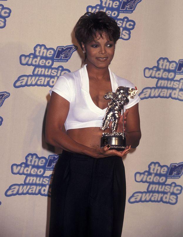 """Janet Jackson: 9. Sei premi da sola e tre insieme al fratello Micheal per il duetto di """"Scream"""", nel 1995 (l'anno della foto qui sotto)."""