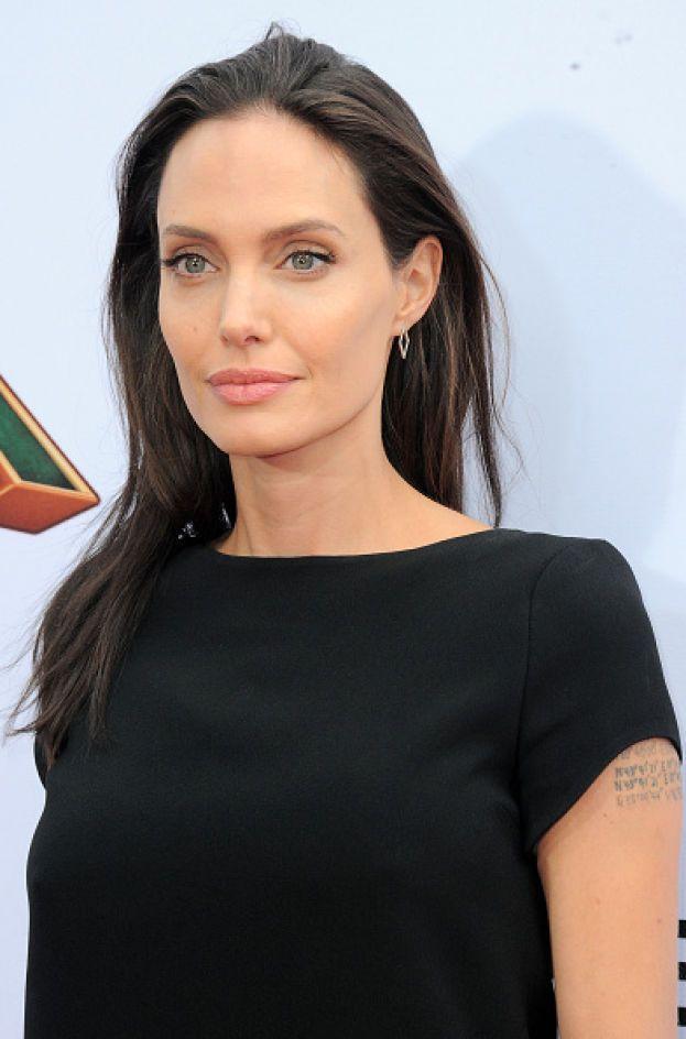 """Angelina Jolie - """"In passato ho amato delle donne e ho dormito con loro"""": Angelina non ha mai nascosto niente. Negli anni Novanta ha vissuto la storia con la modella Jenny Shimizu alla luce del sole."""