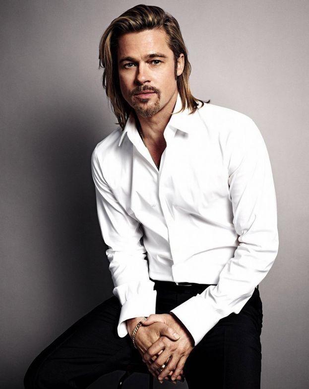 Il fascino di Brad Pitt non tramonta mai. E non lo intacca nemmeno occuparsi dei sei (!) figli avuti o adottati con la ex Angelina Jolie: Shiloh, Vivienne Marcheline, Knox Leon, Pax Thien, Zahara e Maddox.