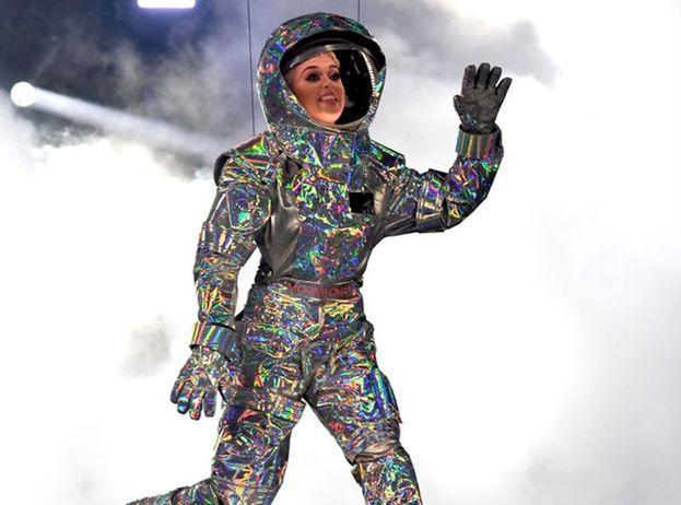 All'ex marito Russel Brand, Katy Perry ha regalato un viaggio nello spazio. Prezzo? 200mila dollari. Apprezzato? Beh, Russell non ha ancora avuto modo di usare il regalo