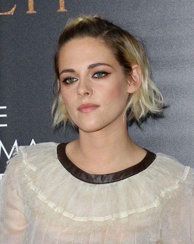 """Kristen Stewart: """"Sono terrorizzata dall'idea di farmi qualcosa. E magari sarò pure arrogante, ma non voglio cambiare nulla di me. Penso che le donne che lo fanno sono fuori di testa. È un atto di vandalismo""""."""