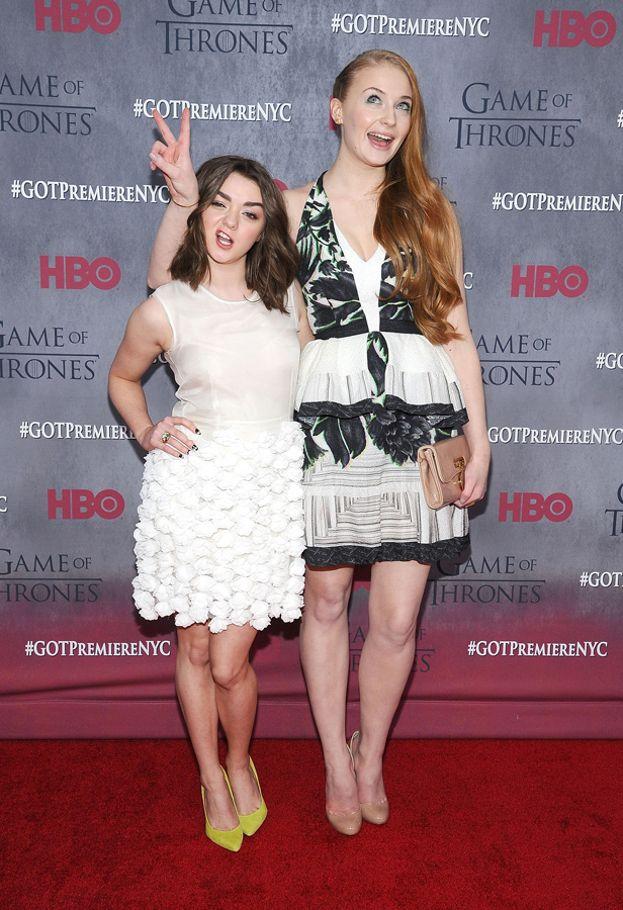Fra le due ci sono 20 centimetri di differenza: Maisie è alta 1,55 m, Sophie 1,75.