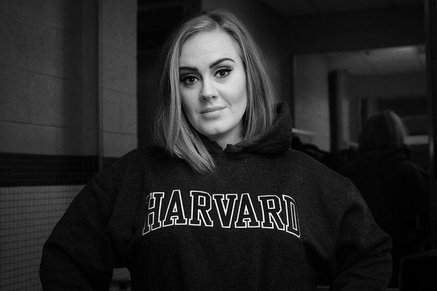 Anche l'adorabile, dolcissima Adele ogni tanto dà fuori di testa: una volta è stata sospesa da scuola per una litigata furiosa con alcuni compagni che prendevano in giro il suo cantante preferito di un talent show.