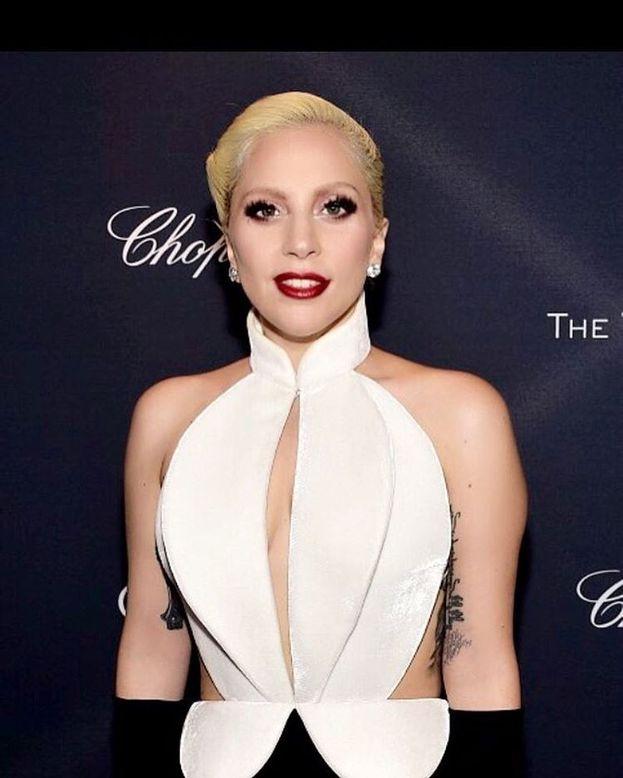 Lady Gaga – La regina del pop ha fondato insieme alla madre un'associazione a favore dei giovani LGBT, che si chiama Born This Way Foundation.