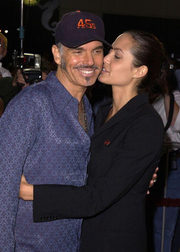 Angelina Jolie e Billy Bob Thornton: 2 anni. Una delle coppie più eccentriche di Hollywood, esibivano pubblicamente il loro amore nei modi più strani. Intenso, ma breve.
