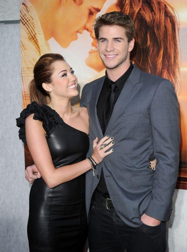 """Miley Cyrus e Liam Hemsworth - Per la serie: si vede che era proprio destino. Nel 2009 si sono incontrati girando """"The Last Song"""", si sono fidanzati, si sono lasciati, e nel 2016 sono tornati insieme per la gioia dei fan."""
