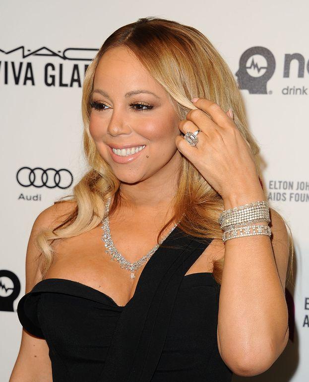 Ma nessuno batte Mariah Carey, che nel 2016 si è messa al dito un diamantone da 35 carati. Valore? 10 milioni di dollari! Sprecati, però, visto che Mariah e il fidanzato (ormai ex) James Packer non sono mai arrivati all'altare.