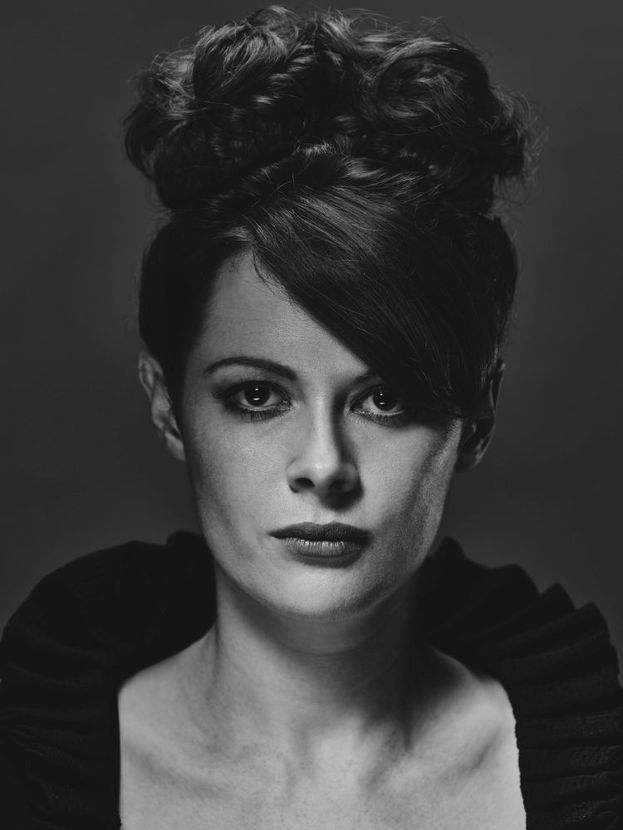 La Vedova (Emily Beecham)