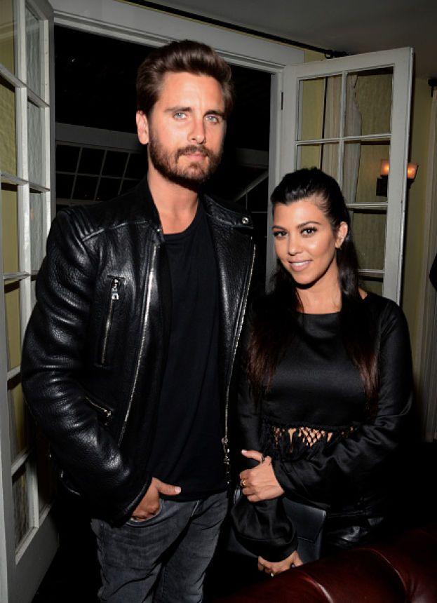 Quando nel 2015 Kourtney Kardashian ha scaricato Scott Disick, un motivo c'era: certe foto che lo ritraevano in atteggiamenti intimi con una ex fidanzata. Addio!