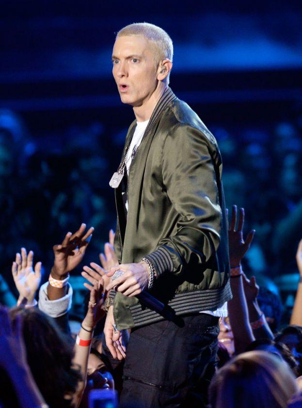 Dopo essere stato bocciato tre volte di fila alle superiori, Eminem ha deciso che forse era meglio darsi al rap e ha chiuso con la scuola.