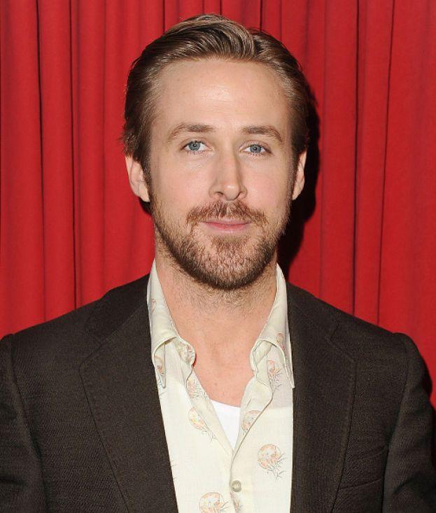 Cosa gli manca? Ryan Gosling è bravo e attraente, ha sposato la favolosa Eva Mendes ed è un papà perfetto per le sue piccole Esmeralda Amanda e Amada Lee.