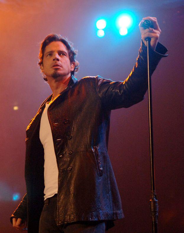 Rocker vero e una delle grandi voci del grunge e non solo, Chris Cornell era il frontman dei Soundgarden (e dopo degli Audioslave). Ci ha lasciato suicida a 52 anni.