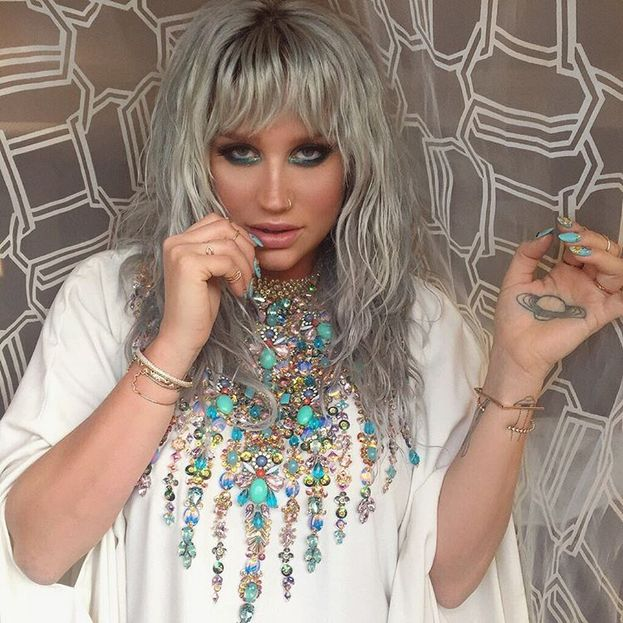 Kesha – Le sue canzoni sono quasi sempre un inno alla diversità e nel 2016 le sono valse lo Human Rights Campaign's Visibility Award per l'impegno a favore dei diritti LGBT.