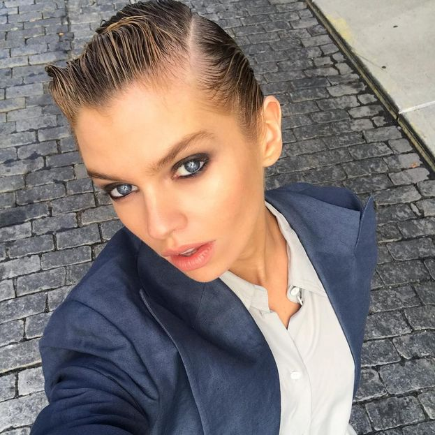Stella Maxwell businesswoman d'assalto
