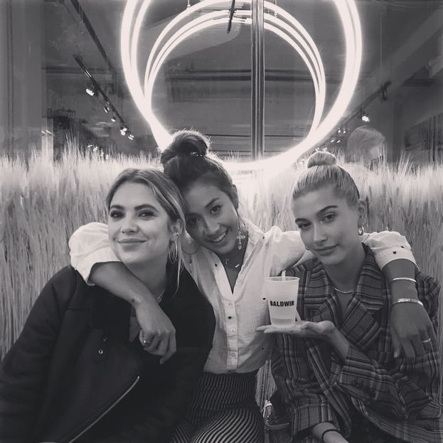 Ashley Benson con l'amichetta Hailey Baldwin