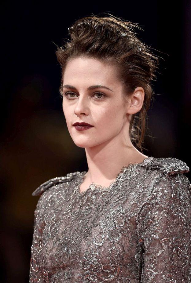 """Kristen Stewart – È così bianca che, mentre i vampiri di """"Twilight"""" al sole brillano, lei probabilmente prende fuoco."""