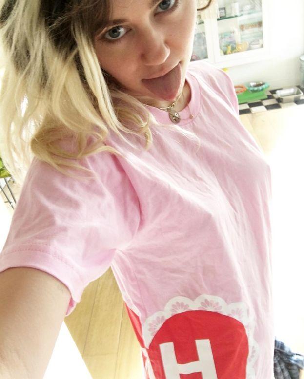 Miley Cyrus - Adesso forma una coppia da sogno con Liam Hemsworth, ma sul suo orientamento è stata esplicita: Miley è pansessuale.