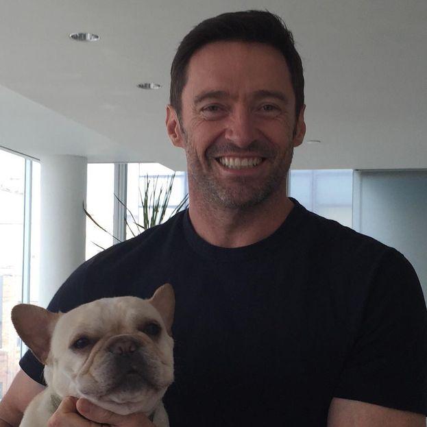 Al cinema è Wolverine, il mutante più duro che ci sia, ma Hugh Jackman a casa si trasforma in un papà giocherellone con i figli Oscar Maximilian e Ava Eliot, adottati insieme alla moglie Deborra-Lee Furness.