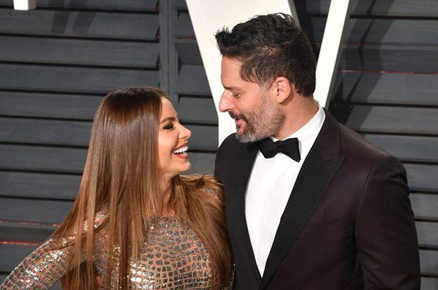 """La relazione tra Joe Manganiello e Sophia Vergara è iniziata in modo un po' imbarazzante visto che lei era fidanzata ufficialmente con un altro quando lui ha detto a People: """"Non voglio essere un rovina famiglie - aveva detto Joe - ma Sophia è bellissima""""."""