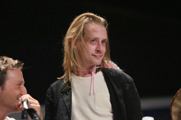 """Nel 2014 qualcuno crea una pagina su Facebook chiamata """"RIP Macaulay Culkin"""". Viene rimossa poco dopo, ma intanto la voce è schizzata in giro per la Rete."""