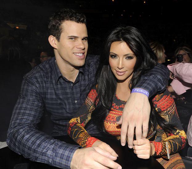 Kim Kardashian e Kris Humphries: 72 giorni. Il più famoso dei matrimoni flop dell'era celebrity moderna. Kim e il giocatore di basket si sposano con una cerimonia faraonica, ma dopo neanche tre mesi lei parte con il divorzio. Amore finito male o solo una mossa pubblicitaria? Intanto, vediamo chi ha retto di più - e chi ha fatto peggio!