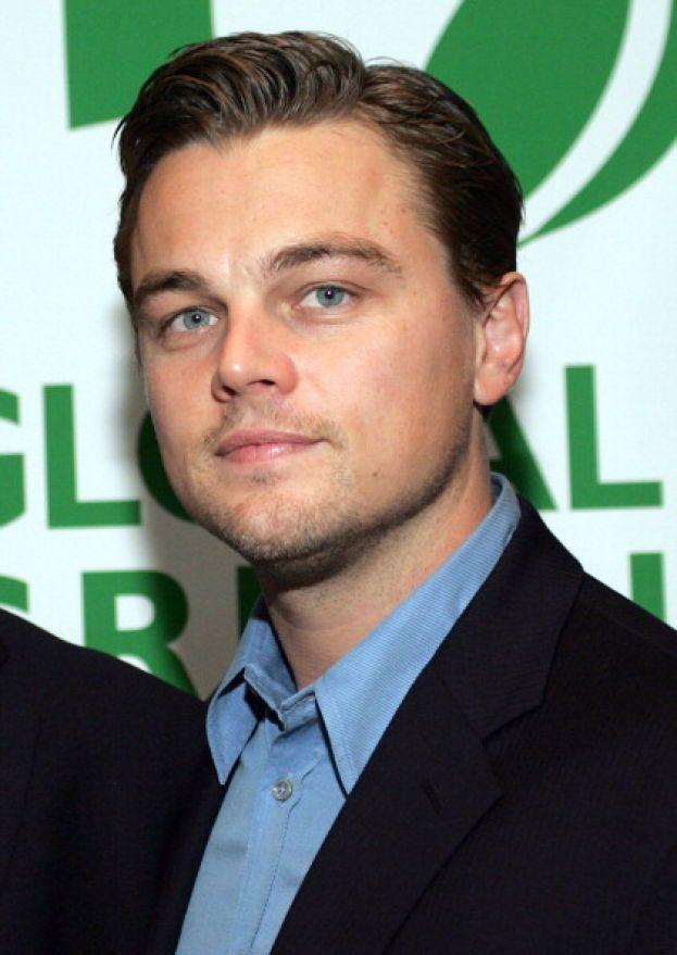 """Lasciamo la parola a Leonardo DiCaprio in persona: """"Il mio primo bacio? La cosa più disgustosa della mia vita. Questa ragazza mi ha versato tipo mezzo litro di saliva in bocca, e quando mi sono allontanato ho dovuto sputare tutto. Terribile""""."""