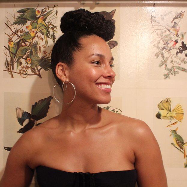 """Alicia Keys in un'intervista a Buzzfeed: """"Non è capitato a tutti di vedere qualcosa che volava in cielo durante la notte a un'ora strana e che non aveva la forma di un aereo?""""."""