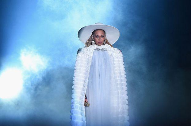 Beyoncé sfoggia un altro look da diva.