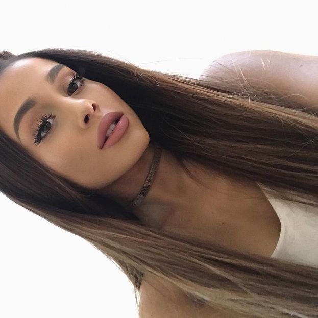 Alcuni ex compagni di Ariana Grande hanno detto che a scuola era insopportabile, se la prendeva con i più piccoli e frequentava solo le ragazze ricche e snob. Ma chi, la nostra Ariana? Naaa.