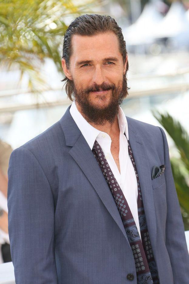 """Matthew McConaughey è un altro della scuola """"no deo"""" ed è convinto che le donne adorino il suo odore naturale. Sarà, ma allora perché una volta Kate Hudson gli ha portato un deodorante sul set implorando di metterselo?"""