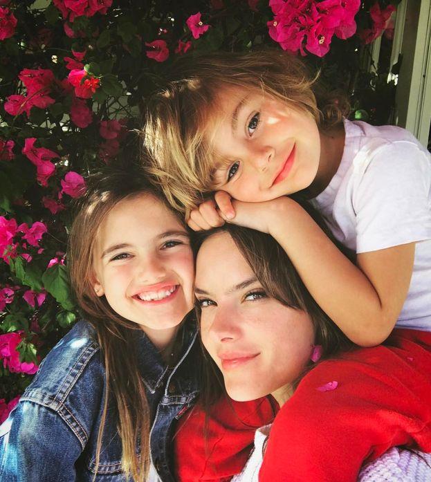Alessandra Ambrosio e i suoi cuccioli