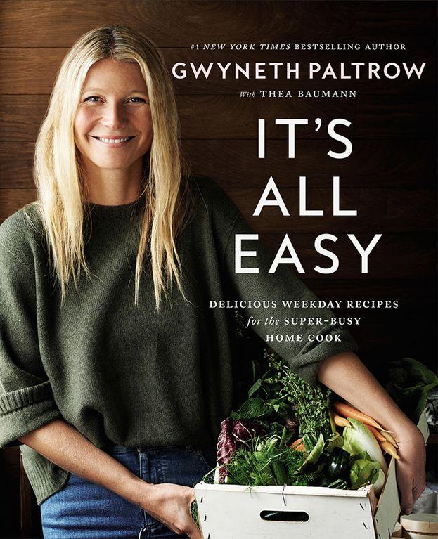 """Gwyneth Paltrow prende la cucina molto sul serio: ha creato un sito dedicato al vivere sano (Goop) e ha pubblicato vari libri, fra cui """"It's All Easy"""". Pare se la cavi soprattutto con la pasta fatta in casa."""